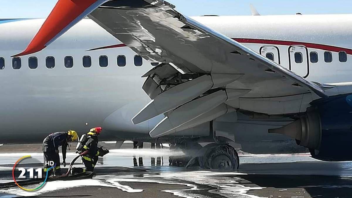 图集|墨西哥航空客机降落后起落架冒烟 无人受伤