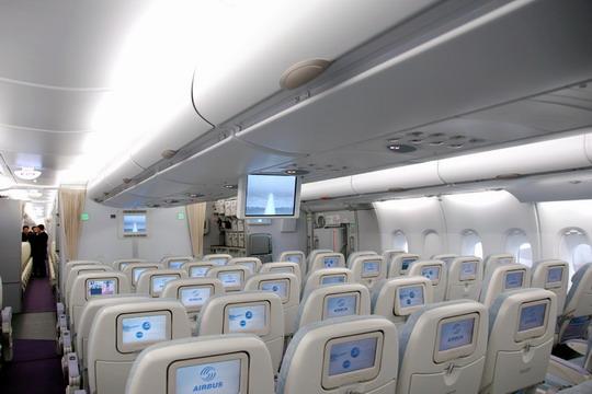 空客a380抵京 业界人士与各界代表登机参观图片