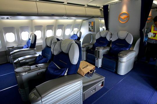 飞机杯内部 飞机杯内部 飞机经济舱内部图片
