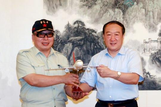 图片 深航高级顾问李泽源与江西省委书记苏荣