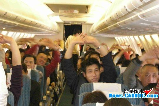 """东北女人资源_图片深航""""东北女孩""""组为旅客准备""""五色""""水饺_民航新闻"""