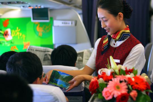 在ca4185成都至沈阳的航班上,国航西南分公司客舱服务部就以他们的