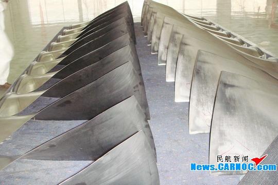 南航大连分公司维修厂为飞机发动机