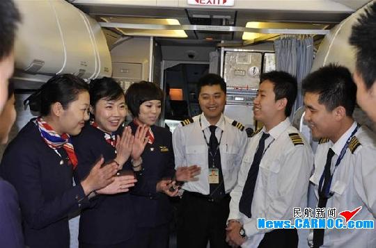 东航山东青岛飞行部圆满完成2009年机长单飞