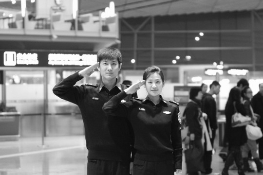 图片首都机场安检员换新装民航93CA式制服退