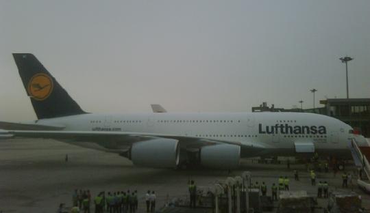 空中客车A380客机执飞法兰克福直飞北京航线高清图片