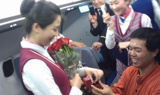 空姐高空中接到求婚