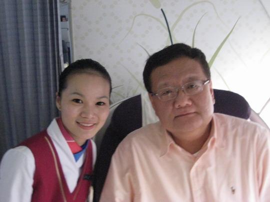 凤凰卫视刘长乐盛赞南航空中传媒及周到服务