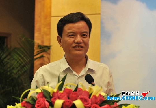 图4:珠海市副市长,市政府秘书长王庆利在推介会上讲话.