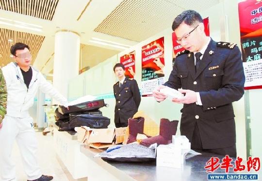 记者跟随青岛流亭国际机场海关工作人员直击航空春运,置身航空春运大