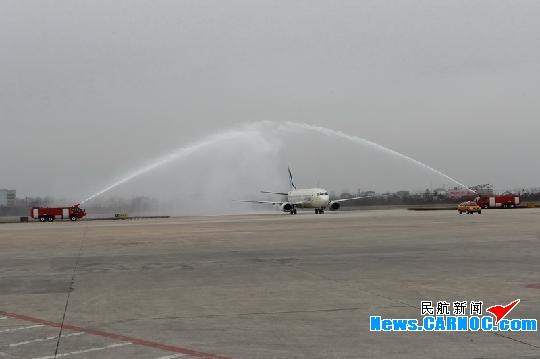 """青岛流亭国际机场(简称""""青岛机场"""")再添青岛至韩国釜山的客运航线."""