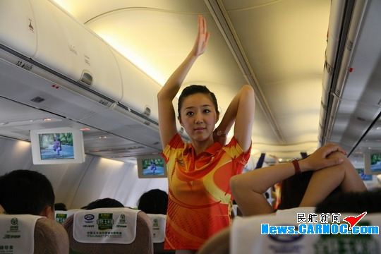 空姐化身运动女孩