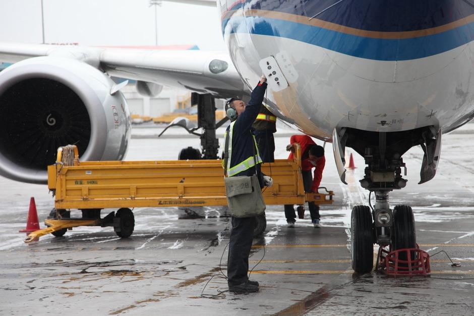 乌鲁木齐机场四月突降雪