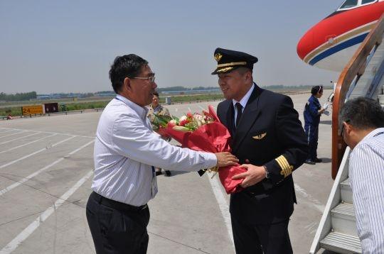 东航山东青岛飞行部完成四名新机长单飞任务