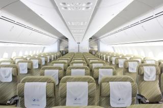 南航波音787客机首次来珠海机场训练飞行图片