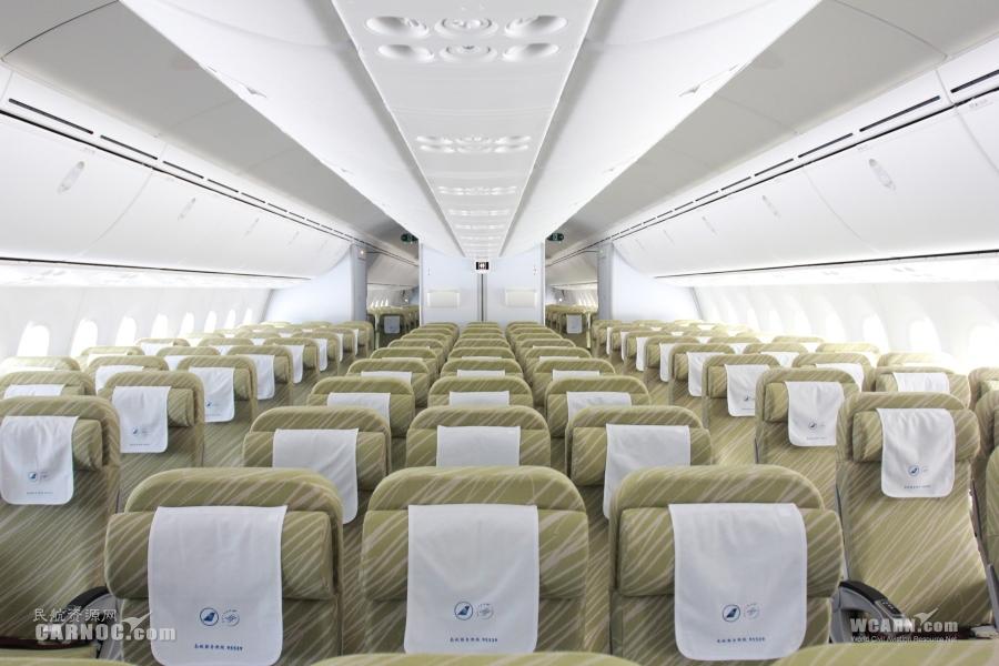 南航波音787客机首次来珠海机场训练飞行