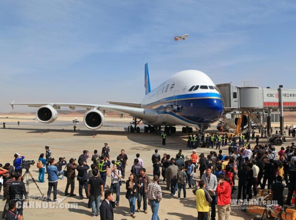 北京 昆明/图:今年3月1日,南航A380客机飞抵昆明长水机场作体验式飞行。...