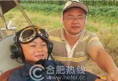 5岁裸跑弟欲开飞机越长江 或成最小飞行员