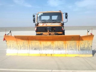 番机场迎来首辆扫雪车图片