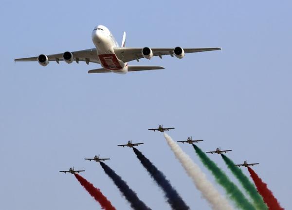 中国 杰森/图:空客A380客机和阿联酋空军飞行表演队Al Fursan在迪拜航展...