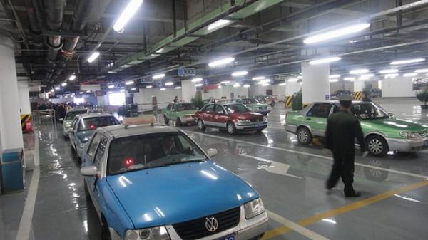 青岛机场候机楼地下出租车站近日正式启用