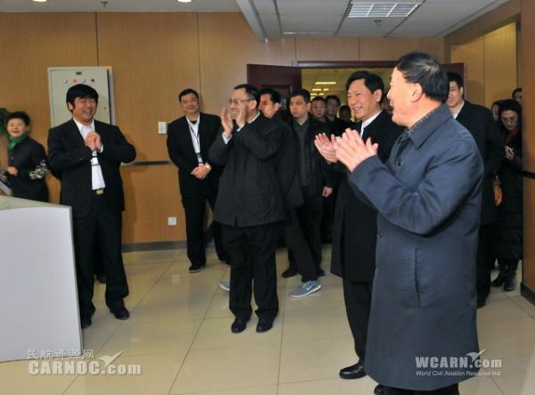 中航集团总经理蔡剑江及国航领导慰问干部员工