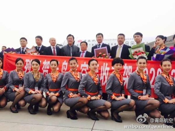 民航资源网2014年4月11日消息:今(11)日下午14:28,青岛航空首架飞机抵达青岛流亭机场,这是青岛航空引进的首架飞机,据了解,青岛航空共订购了23架A320飞机。另外两架飞机也将陆续抵达,其中第二架飞机预计于5月份飞抵青岛。   据悉,青岛航空是由全国500强企业南山集团有限公司、青岛交通发展集团有限公司、山东航空股份有限公司共同投资组建的从事航空运输相关产业经营的公司,注册资金10亿元。其中,南山集团有限公司现金出资人民币5.
