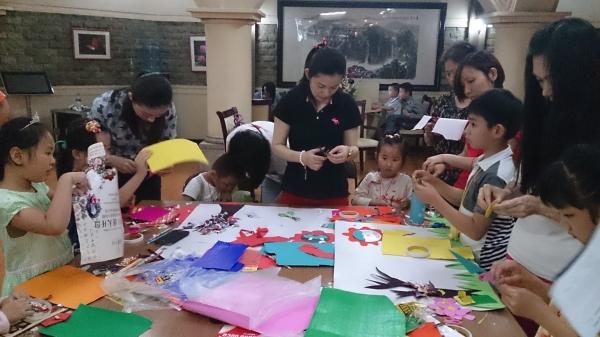 """东航江西举办""""六一""""儿童趣味手工活动"""