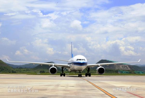 图:7月10日,贵阳龙洞堡机场首次迎来南航空客a330—200宽体客机图片