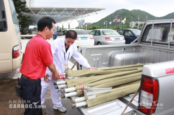 珠海机场紧急筹集救援担架运往云南鲁甸灾区