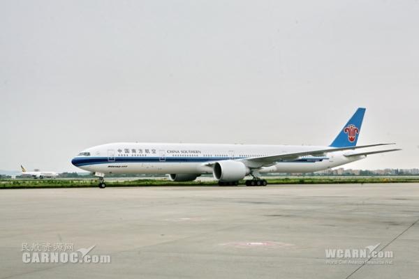 图:首航回程航班cz300安全抵达广州白云国际机场.摄影:李晓岚