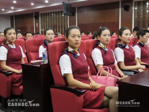 客舱服务部副总经理刘丽娟被五部成员所表现出来的决心和信心所