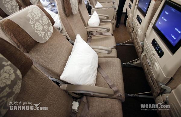 2014年9月26日中午12点20分,中国东方航空首架波音777-300ER客机抵达上海虹桥国际机场,同时,全球新一代旅客服务系统正式发布。摄影:殷立勤