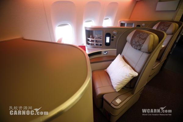 东航波音777-300ER客机经济舱。摄影:殷立勤