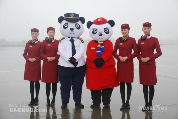 迎747-8i首航成都 国航挑4名空姐任礼仪员