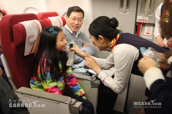 圣诞节期间,海南航空机上圣诞节活动在芝加哥-北京,巴黎-西安,北京图片