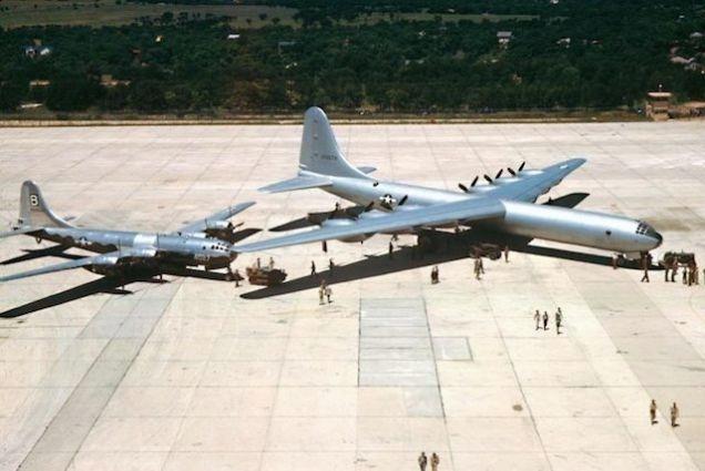 也是首批携带原子弹的飞机(不过不是核动力飞机)