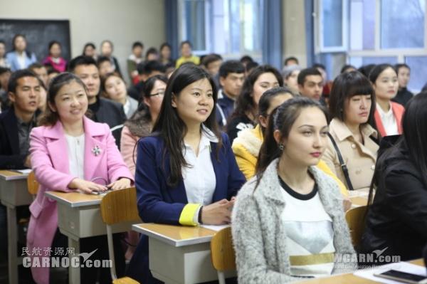 南航招乘走进新疆大学 现场讲解应聘窍门