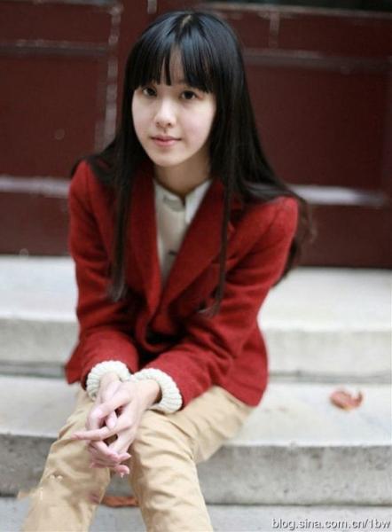 2014年8月,陈都灵在厦门拍摄苏有朋导演的《左耳》,饰演的角色是17