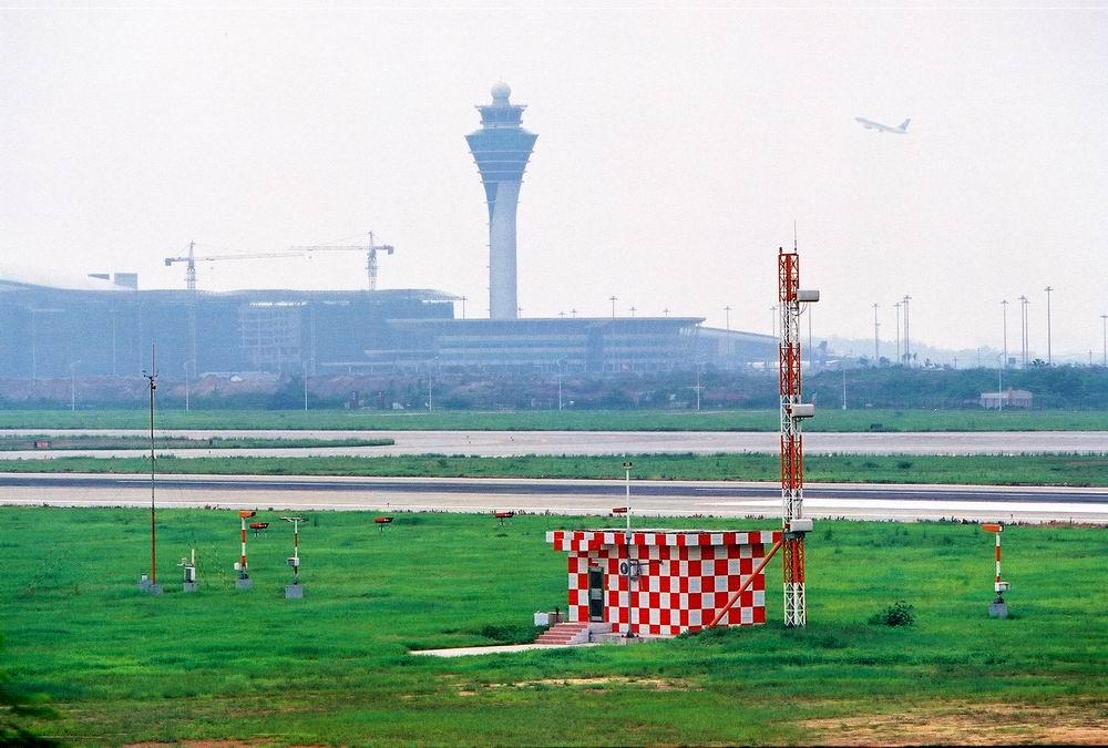 [求助]第一次贴,哪位能解释下这些设施的用途?    中国广州白云机场
