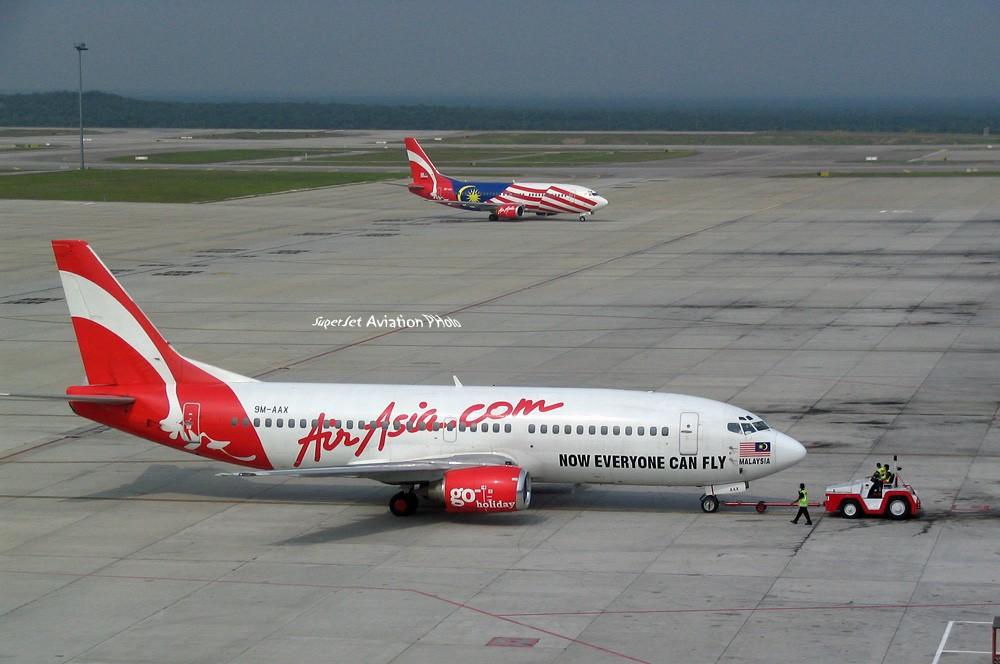 Re:[原创]亞洲航空的八架彩繪機 BOEING 737-300 9M-AAX