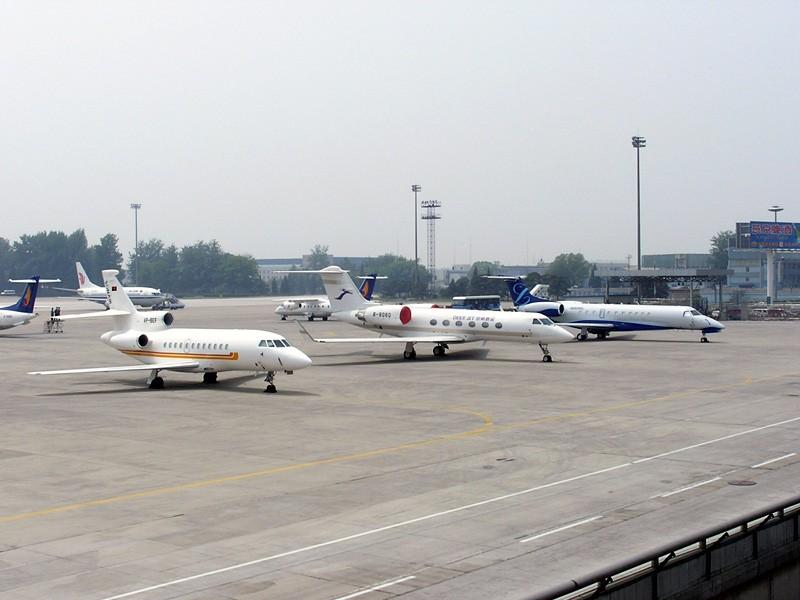 [转贴]都是公务机!    中国北京首都机场