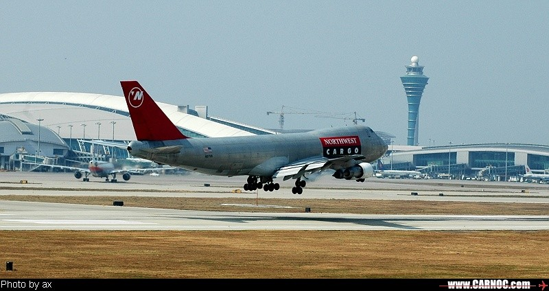 Re:又一组习作(降落) BOEING 747 NS17US