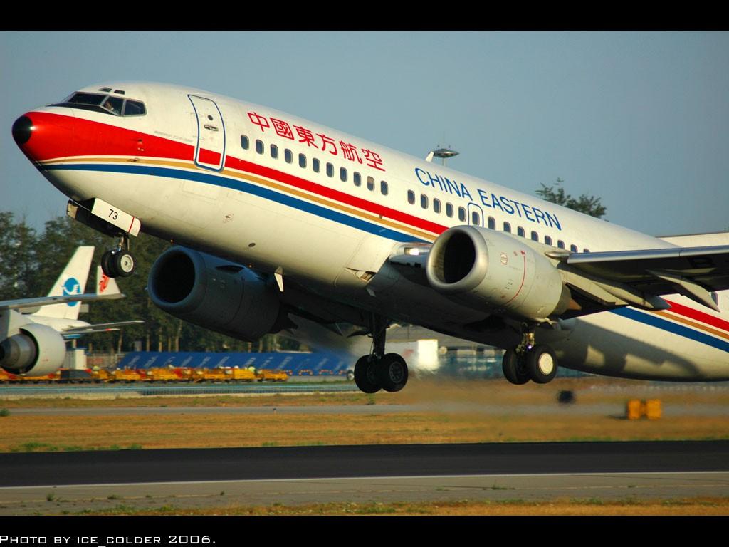 [原创]雨过天晴了,东航的飞机跟D70s还是很投缘,随拍,效果不错。