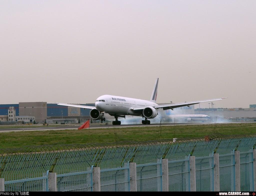 Re:[原创]今天冒酷暑奋战西跑道的收获之一~~~~~~~~~~~~~~ BOEING 777-300   中国北京首都机场