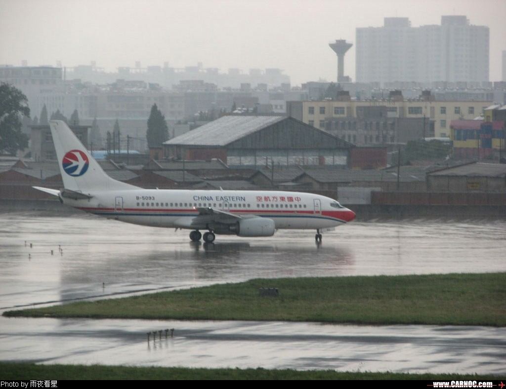 Re:[原创]昆明机场晴转大雨 BOEING 737-700 B-5093