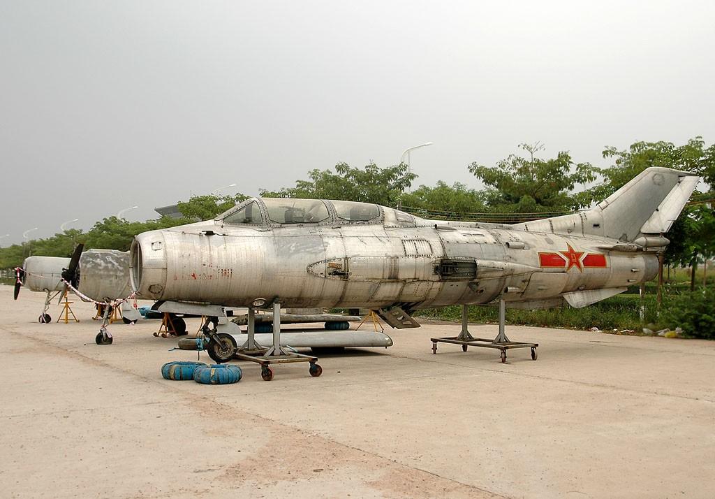 [原创]白云机场出现J6战机