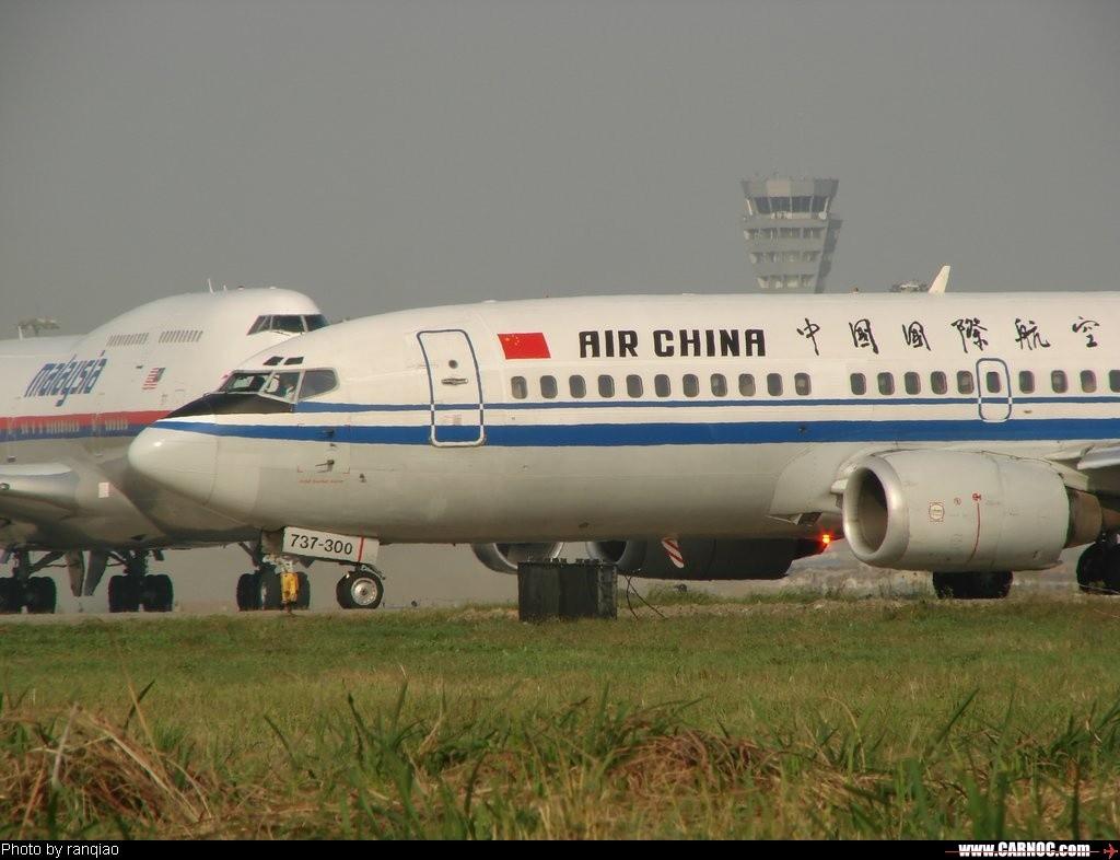 闪~~~~~~~~~~~~~~~ BOEING 737-300   中国成都双流机场