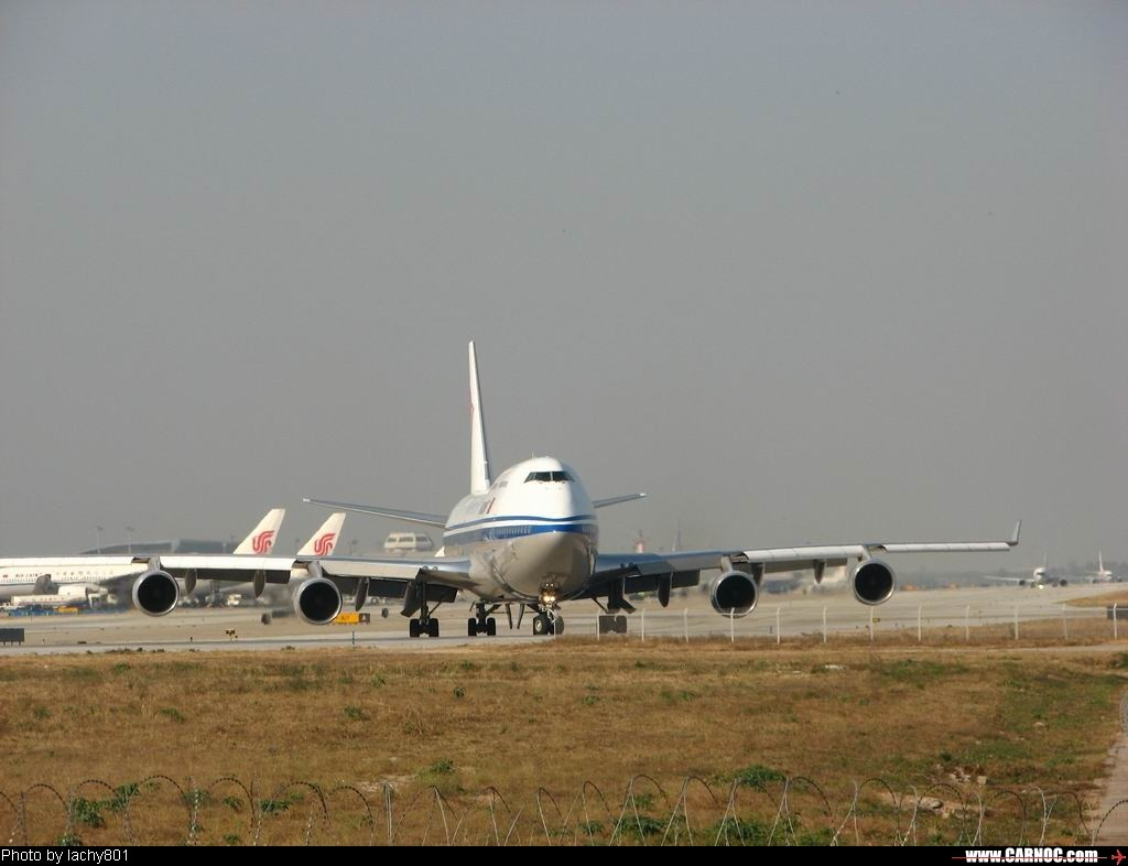 Re:[原创]哈哈哈;我升级到747级了!发一组国航的747-400F,B-2475庆祝升级。    中国北京首都机场