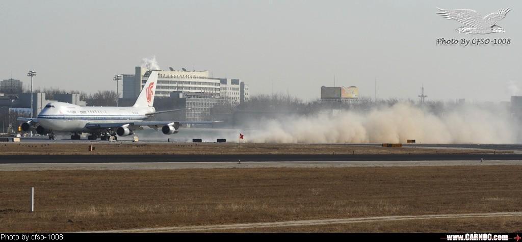 [原创]国航的747吹起尘土一团!!! BOEING 747-200 B-2449
